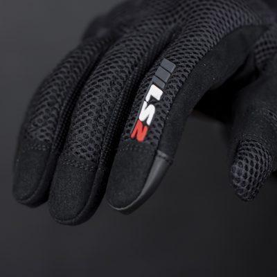 logo LS2 được in 3d nổi trên găng tay nổi bật, tạo điểm nhấn